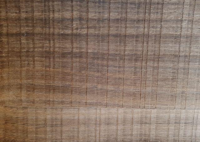 МДФ шпонированный  копченый эвкалипт с шероховатой резкой  (eucalyptus smoked rough cut)